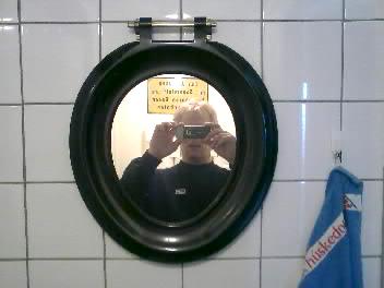 moblog 074 001 - Moblog | WC-bril aan de wand,